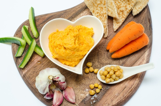 stage-4-roasted-carrot-hummus-with-pitta